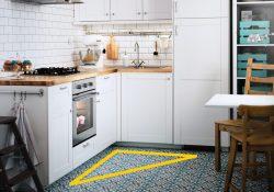 triangulo de trabajo en una cocina blanca